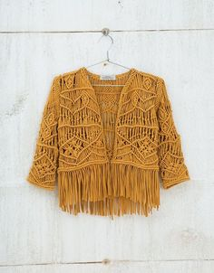 Discover this and many more items in Bershka with new products every week Macramé jacket. Discover this and many more items in Bershka with new products every week Macrame Dress, Macrame Bag, Macrame Knots, Micro Macrame, Macrame Jewelry, Crochet Clothes, Diy Clothes, Macrame Patterns, Crochet Patterns