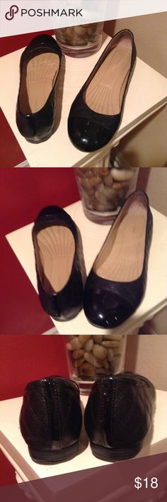 Easy Spirit Flat Black Shoes Flat black comfy shoes.  These are in very good condition maybe even excellent Easy Spirit Shoes Flats & Loafers