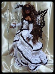 De petits doigts de fée Knitting Dolls Clothes, Crochet Barbie Clothes, Knitted Dolls, Crochet Dolls, Barbie Style, Barbie Model, Barbie Gowns, Barbie Dress, Habit Barbie
