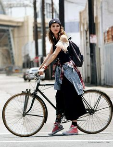 New Cruiser Bike Outfit Cycle Chic 21 Ideas Cycle Chic, Outfits Chucks, Mode Outfits, Fashion Outfits, Fashion Tips, Bicycle Women, Bicycle Girl, Bicycle Race, Urban Street Style