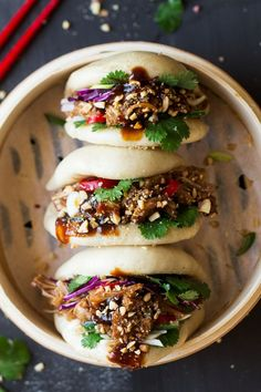 Healthy Recipes Vegan bao buns with pulled jackfruit - Lazy Cat Kitchen - Vegan bao buns are to die for and easy to make. They are filled with succulent jackfruit in a salty-sweet marinade, crunchy veggies, peanuts and herbs. Dairy Free Recipes, Veggie Recipes, Asian Recipes, Cooking Recipes, Healthy Recipes, Simple Recipes, Dinner Recipes, Healthy Soup, Healthy Vegan Meals