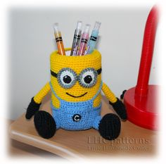 ***The pattern available in English language only*** Please note: This listing is for Crochet PATTERN and NOT FOR A FINISHED ITEM This listing is for crochet pattern to help you create your very own Minion Pencil Holder. This PDF file… Continue Reading → Crochet Home, Crochet Crafts, Crochet Yarn, Knitting Yarn, Crochet Projects, Minion Crochet Patterns, Amigurumi Patterns, Crochet Minions, Harry Potter Crochet