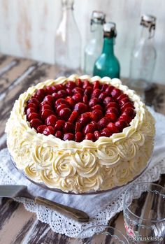 Finnish Recipes, Strawberry Cream Cakes, Sweet Pastries, Cake Decorating Techniques, Piece Of Cakes, Sweet And Salty, Snack, Party Cakes, Just Desserts