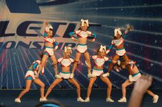 7 Best Cheer Pyramids Images Cheer Pyramids Cheer Stunts Cheer