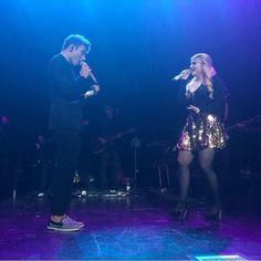 "Nathan cantou ""I'm Gonna Lose You"" com a Meghan Trainor em Birmingham, na Inglaterra. (via @NJSykesMusic)"