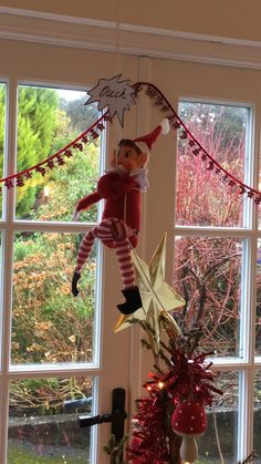 Elf on the shelf. Christmas tree escape!!