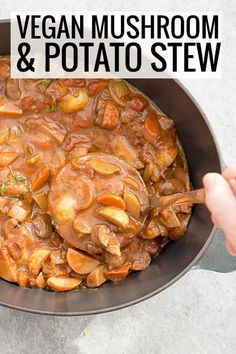 Vegan Beefless Stew You've Gotta Try This Meaty Vegan Stew, Made With Mushrooms, Carrots And Potatoes. Delicate Vegetables In A Rich And Hearty Red Wine Broth. Easy Vegan Dinner, Vegan Dinner Recipes, Soup Recipes, Whole Food Recipes, Vegetarian Recipes, Healthy Recipes, Vegetarian Cooking, Diabetic Recipes, Healthy Food