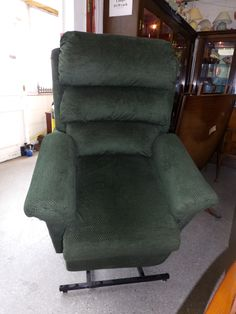 Dark Green Rise And Recliner Silent Motor Local Delivery Available £295 -- (PC344)