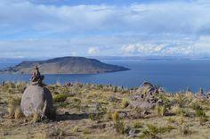 Le lac Titicaca est un lac de la Cordillère des Andes traversé par la frontière entre la Bolivie et le Pérou. C'est le plus grand lac d'Amérique du Sud