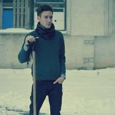 Winter Outfit: Esarfa Neagra Pulovar(lana) Camasa cu butoni Jeans negri Ghete negre cu catarama