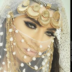ღஐღ Вeauty dosage of the Eastღஐღ Arabian Makeup, Arabian Beauty, Beautiful Hijab, Beautiful Eyes, Arabic Eyes, Arabian Costume, Arabian Women, Niqab Fashion, Face Jewellery