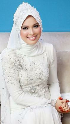 Muslim wedding dress by Zery Zamry