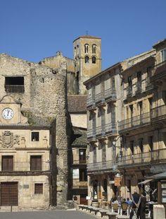 Los 5 pueblos más antiguos de España, para una escapada única. Sepulveda, Segovia Spain And Portugal, Spain Travel, Louvre, Mansions, Country, House Styles, Building, Places, Madrid