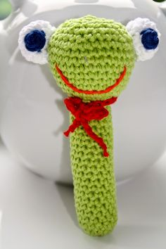 hakelanleitung-babyrassel-hakelbabyrassel-selbst-rassel-frosch-froschrassel/ - The world's most private search engine Boy Crochet Patterns, Knitting Patterns Boys, Crochet Amigurumi Free Patterns, Crochet Dolls, Crochet Frog, Crochet Hat Tutorial, Crochet Baby Cardigan, Diy Accessoires, Crochet For Boys