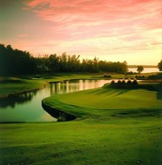 Reynolds Lake Oconee, in Greensboro, Georgia, was ranked 10th on National Club Golfer Magazine's Top 10 Scenic Golf Courses Across the Globe! ‪#‎golfcourseoftheday‬ I Rock Bottom Golf #RockBottomGolf