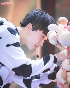 甜度爆表的小奶牛  -  图源:LoveSong情歌_马嘉祺  #初恋男孩马嘉祺