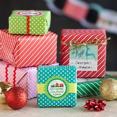 Free Printable Holiday Gift Wrap and Paper Chain Decoration