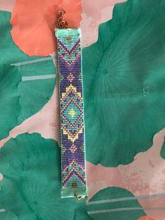 off loom beading techniques Loom Bracelet Patterns, Bead Loom Bracelets, Bead Loom Patterns, Woven Bracelets, Beaded Jewelry Patterns, Beading Patterns, Loom Bands, Bead Loom Designs, Diy Accessoires