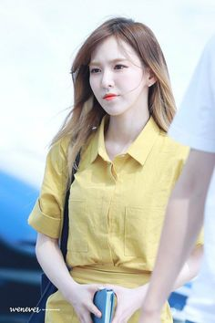 Red Velvet at Incheon Airport off to Singapore for 'Music Bank World Tour in Singapore' Kpop Girl Groups, Korean Girl Groups, Kpop Girls, Park Sooyoung, Seulgi, Wendy Son, Wendy Red Velvet, Me As A Girlfriend, Blue Balloons