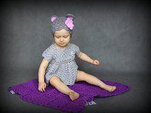 Crochet baby blanket made by baby acrylic yarn