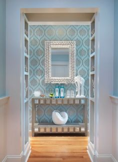 Flurgestaltung mit Farbe-hellblaue Tapeten-floral abstrakt gemustert