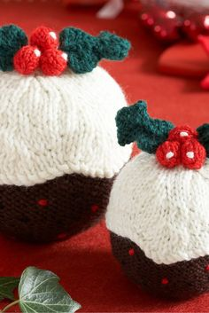 A plump pair of knitting pattern puddings that will add a festive feel to you home