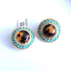 Lorren Bell earrings clip on goldtone faux tortoise shell aqua stones. The earrings are not marked. Not sure on the authenticity of the stones used in these earrings, tortoise shell is for sure Lucite with glowing light areas reflecting the brown. Aqua, Turquoise, Hair Ornaments, Tortoise Shell, Free Items, Jewelry Crafts, Costume Jewelry, Gemstone Rings, Fashion Jewelry
