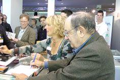 Umberto Eco auf dem Blauen Sofa Turin, Sofa, Couple Photos, Couples, Pictures, Visual Communication, Couple Shots, Settee, Couple Photography