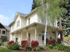 Folk Victorian homes can be found in many residential neighborhoods in America. Learn more about the characteristics, charms and drawbacks to the Folk Victorian architecture style in this About.com video