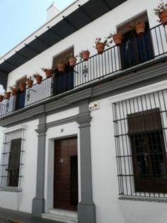 """Casa Museo Zenobia y Juan Ramón Jiménez.   Moguer, Provincia de Huelva. Es un edificio del siglo XVIII. Juan Ramón Jiménez se trasladó a ella en 1883 a la edad de dos años. En ella vivió hasta los veinte años, momento en el que murió su padre. Buena parte de la producción literaria del """"Andaluz Universal"""" se centra en este ámbito familiar, según escribe el propio poeta:"""