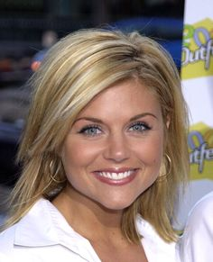 View and license Tiffani Amber Thiessen pictures & news photos from Getty Images. Medium Hair Cuts, Medium Hair Styles, Short Hair Styles, Tiffani Amber Thiessen Hair, Pretty Hairstyles, Bob Hairstyles, Bombshell Beauty, Hair Today, Hair Dos