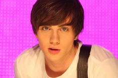 Aaron Johnson as Robbie in Angus, Thongs, and Perfect Snogging Aaron Taylor Johnson Quicksilver, Aaron Johnson, Angus Thongs And Perfect Snogging, Teen Hotties, Dental, James Potter, Perfect Boy, Pretty Men, Pretty Baby