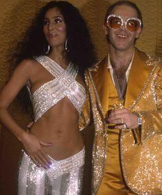 ✨ A little bit of glam to make your night shine ✨ ⠀ Cher, Elton John and Diana Ross at the Rock music awards at the Santa Monica Civic Auditorium, . Glam Rock, 70s Fashion, Vintage Fashion, Studio 54 Fashion, 1970s Disco Fashion, Studio 54 Style, Lolita Fashion, Luxury Fashion, Fashion Dresses