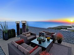 love this rooftop patio