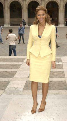 afrikanischer stil How to wear yellow blazer ideas Office Fashion, Work Fashion, Fashion Outfits, Womens Fashion, Cheap Fashion, Style Fashion, Womens Dress Suits, Suits For Women, Women Wear