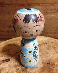 Kokeshi cat by Umeki Naomi.