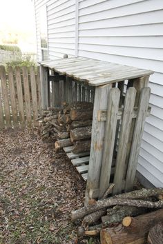 17 Reclaimed Wood DIY Outdoor Projects to Brighten Your Outdoor Space - DIY and Craft Ideas & Home Decor Build A Shed Kit, Building A Wood Shed, Diy Shed, Building Plans, Building Design, Building Ideas, Building Homes, Firewood Shed, Firewood Storage