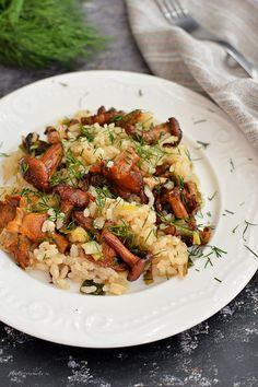 Am observat că și vouă vă plac gălbiorii. Rețeta de gălbiori la tigaie cu usturoi și mărar a avut mare succes pe blog, așa că, după cum v-am promis, v-am mai adus încă una, tot de sezon, tot simplă și tot extraordinar de gustoasă: gălbiori cu orez și ceapă verde. Ciupercile mele au fost gălbiori … … Continue reading → Romanian Food, Kung Pao Chicken, Pasta Salad, Food To Make, Food And Drink, Healthy Recipes, Dinner, Cooking, Ethnic Recipes