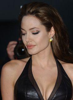 "Angelina Jolie Photos Photos - LA Premiere of ""Mr. & Mrs. Smith"".Mann National Theatre, Westwood, CA. - LA Premiere of ""Mr. & Mrs. Smith"""