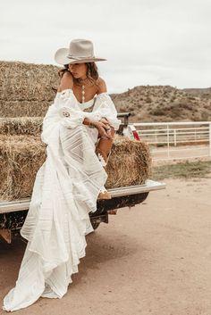 Bohemian Wedding Dresses, Bridal Dresses, Wedding Gowns, Bohemian Weddings, Indian Weddings, Wedding Dress Country, Western Weddings, Lace Wedding, Mermaid Wedding