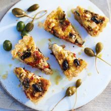 Sweet caramelised vegetables and paprika cream top this lovely tart - cut into bite-sized pieces as part of a tapas spread Red Cabbage Recipes, Tapas Recipes, Bbc Good Food Recipes, Kiwi Recipes, Fennel Recipes, Vegan Recipes, Spanish Recipes, Vegan Pesto, Gourmet