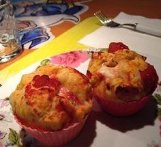 Muffin di pizza Bimby, un modo simpatico ed originale per preparare piccole porzioni di pizza con pomodoro e mozzarella :) Ingredienti: 500 gr di farina,...