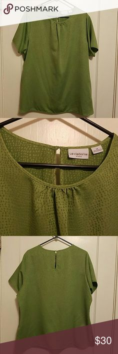 Liz Claiborne Woman 2x green top Liz Claiborne Woman 2x green top, silky soft 100% polyester. Such a cute top for work. Liz Claiborne Tops Blouses