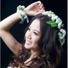 まぁ~ かわいい! ヘッドドレス 花冠+リストレット セット ウェディング ドレス ブライダル 結婚式 ヘア アクセサリー花嫁 ホワイト/ピンク (ホワイト)