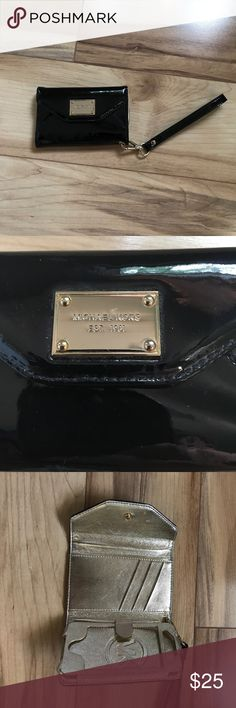 Michael Kors wallet/iPhone 4 case Used 2 times Michael Kors wristlet wallet with built in iPhone 4 case great for credit cards, money and your phone! Can be used with or without an iPhone 📱 4!!! Michael Kors Bags Clutches & Wristlets