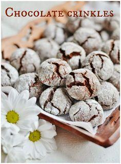 Receptov na Chocolate crinkles je plny internet. Uz davnejsie ma zaujali u u Martinky a potom neskor u Ivetky...