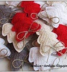 67 Ideas crochet mittens free pattern ornament for 2019 Crochet Necklace Pattern, Crochet Pillow Patterns Free, Crochet Mittens Free Pattern, Crochet Scarf Easy, Free Crochet, Crochet Gifts, Crochet Dolls, Kawaii Crochet, Crochet Christmas Ornaments