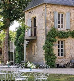 ⚜️Loving this beautiful French country manor ⚜️ inspiring homes in their French Cottage special issue!
