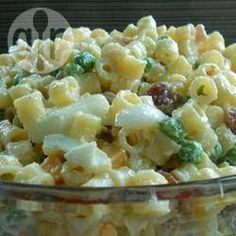 Macaroni Salad is great for any type of party! Pasta loaded with a dressing, peas, diced ham and cheese! It's always a hit with kids and adults. If you are looking for a new pasta salad recipe to try this one is it! Vegetable Pasta Salads, Cold Pasta, Macaroni Salad, Snacks Für Party, Pasta Salad Recipes, Recipe Pasta, Soup And Salad, Wok, Pasta Dishes