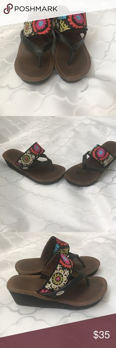 ❤️❤️Adorable sandals❤️❤️ These are hardly worn! Super cushy and comfortable... only selling because they are a wide and to big for my foot (I was being hopeful😆) great condition!!! Acorn Shoes Sandals